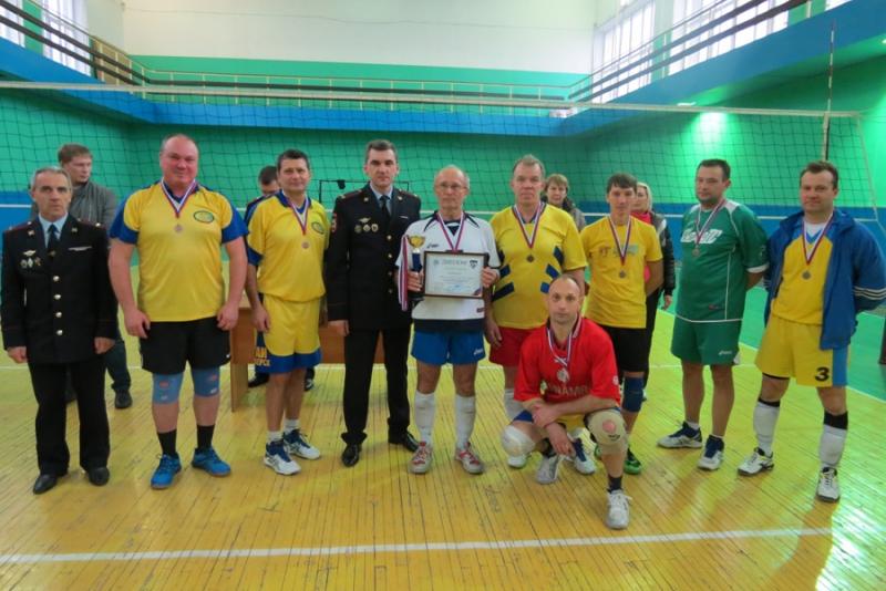 В Томской области прошел волейбольный турнир с участием сотрудников и ветеранов ГИБДД, байкеров и студентов