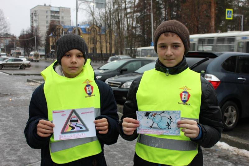 Юные инспекторы движения вручили «письма водителям»