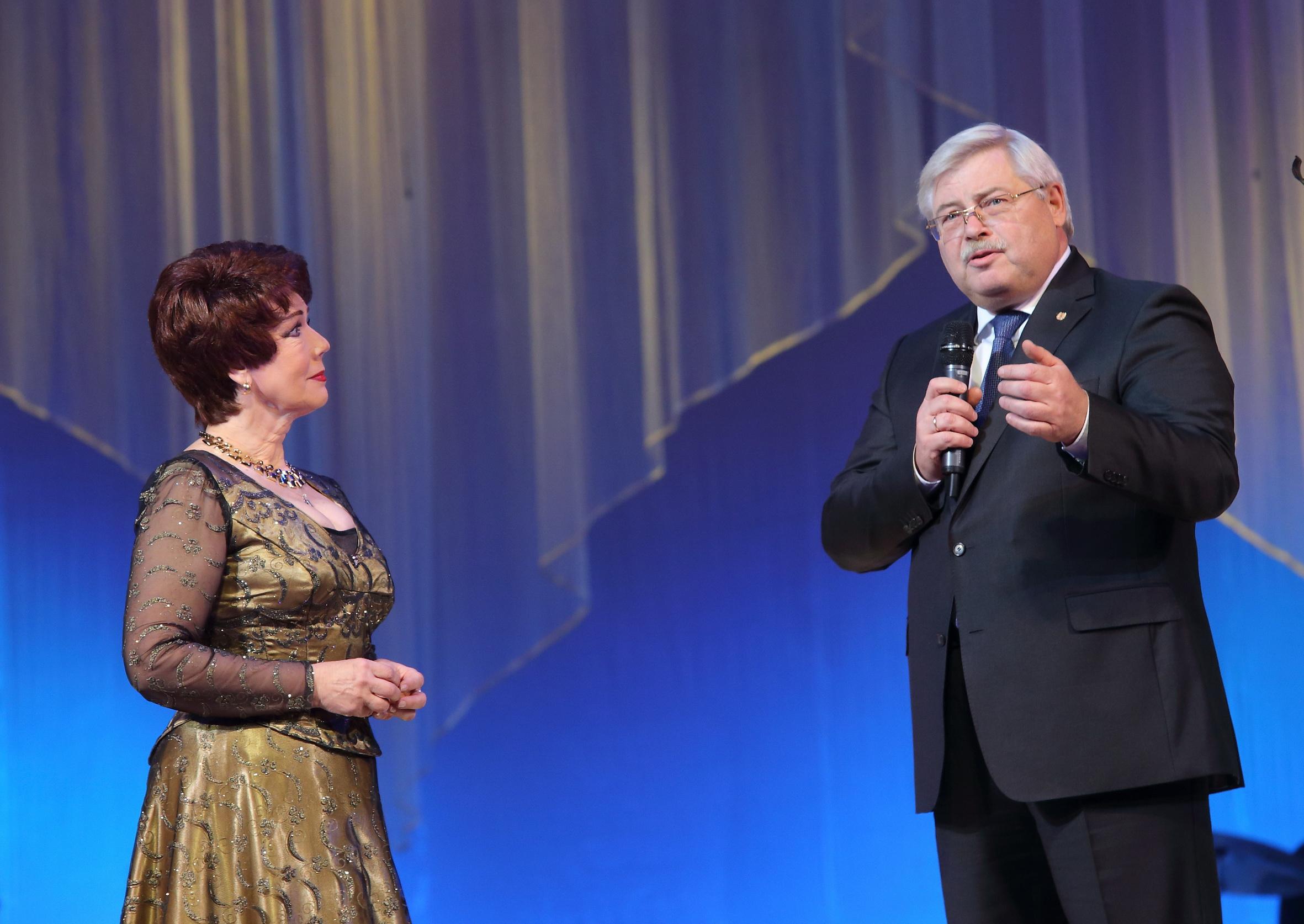 Сергей Жвачкин поздравил народную артистку Людмилу Травкину