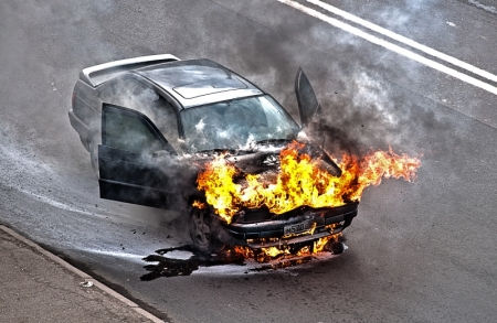 Бензин, пластик, искра. Пожарная безопасность для автовладельцев