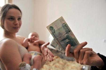 Государство будет платить пособие за рождение первого ребенка