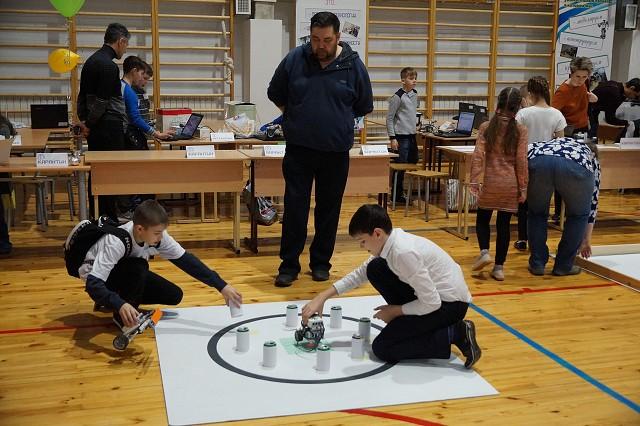 Подведены итоги соревнований по робототехнике «РобоСеверск V»