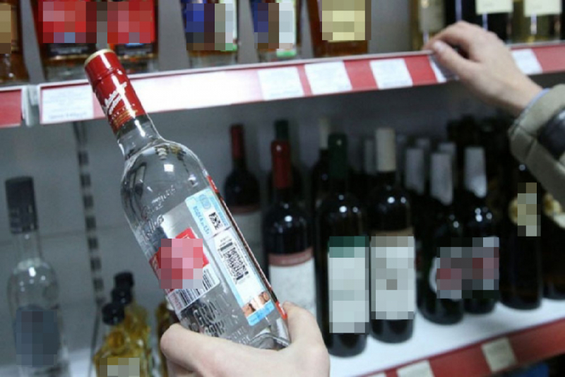 Северчанин попался на краже трех бутылок водки, выронив одну на кассе