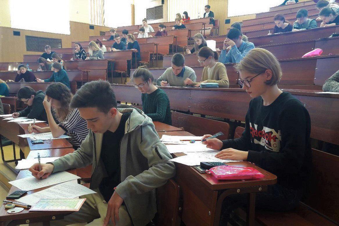 В институте прошёл отборочный этап олимпиады школьников по химии