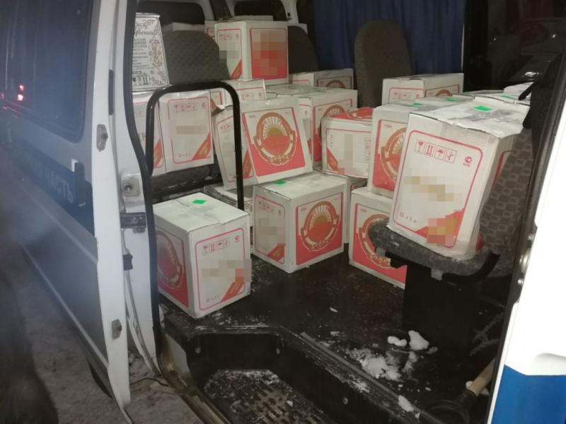Полиция задержала группу лиц, сбывавших поддельный алкоголь