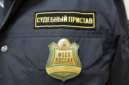 Приставы поймали 10 должников на КПП