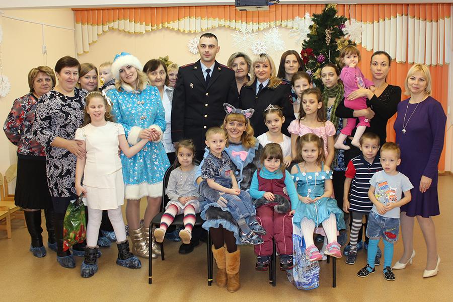 Сотрудники полиции приняли участие в благотворительной акции «Милосердие в Рождество»