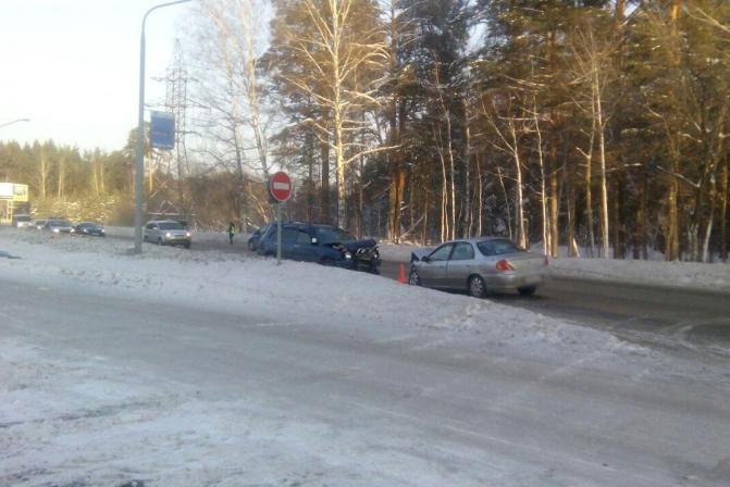 Три человека пострадали в аварии на Кузовлевском тракте