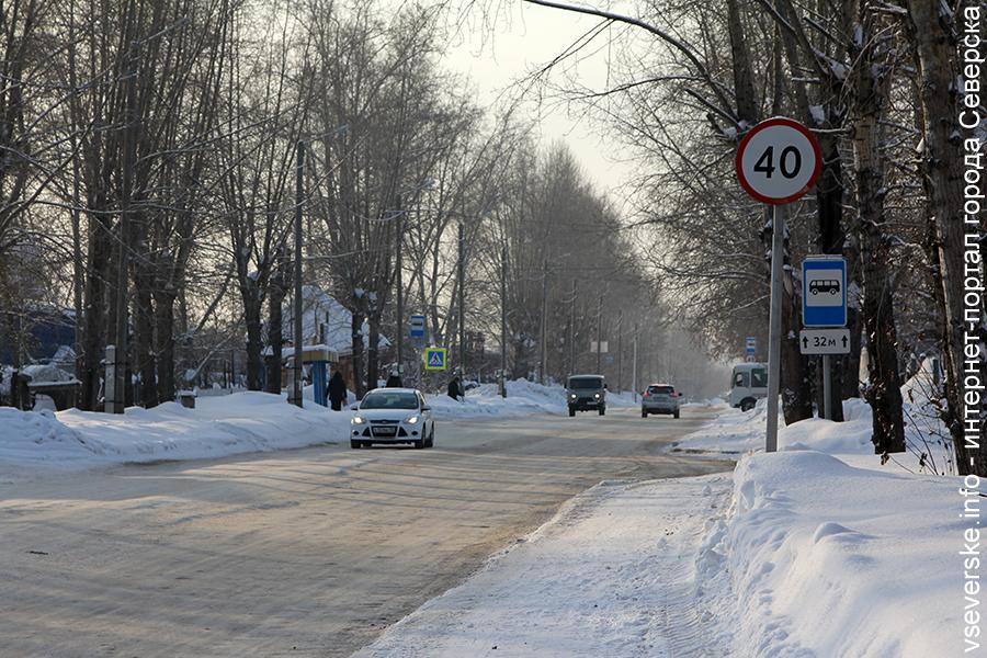 Сотрудники ГИБДД призывают водителей и пешеходов быть предельно внимательными и осторожными на дороге