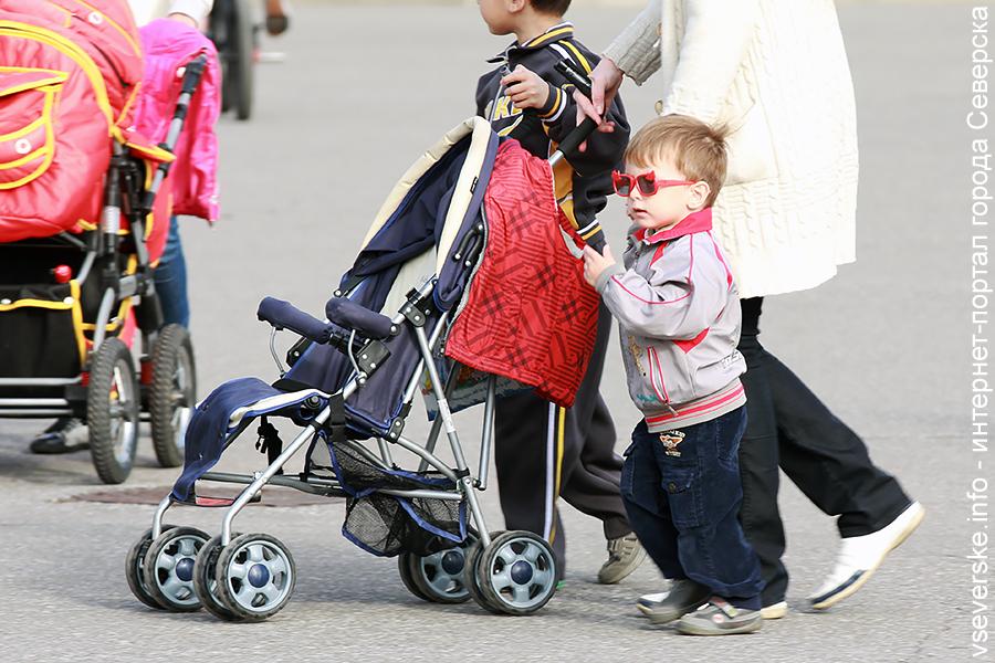 Рождаемость в России упала до минимума за десять лет
