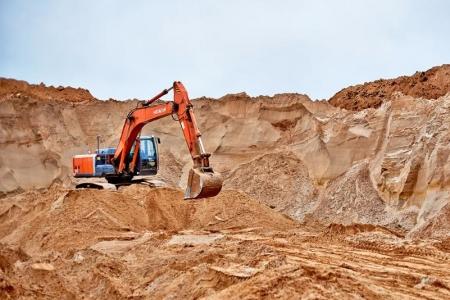 Врио главы стройфирмы будут судить за незаконную добычу песка