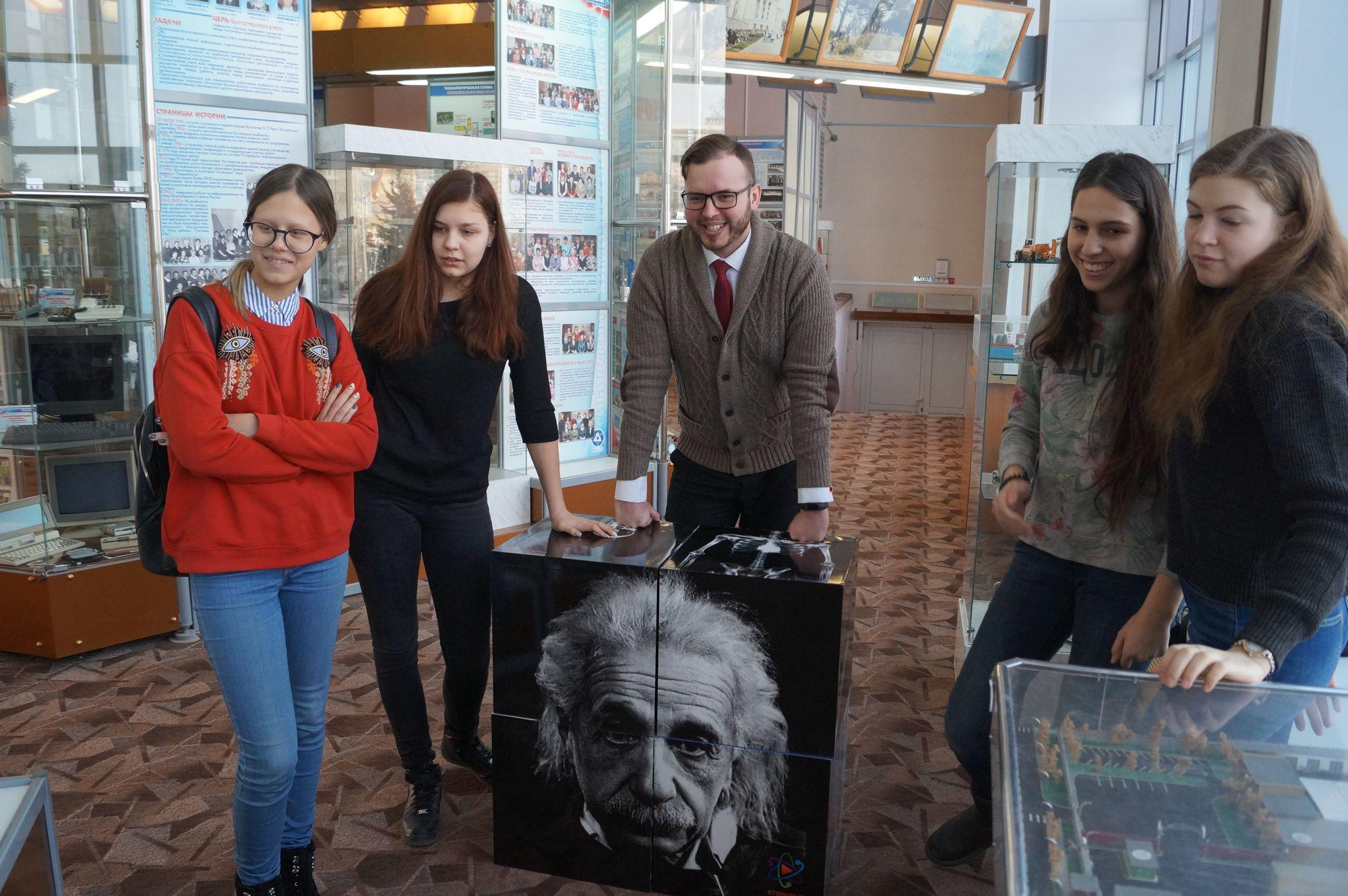 Томские гимназисты познакомились с историей СХК