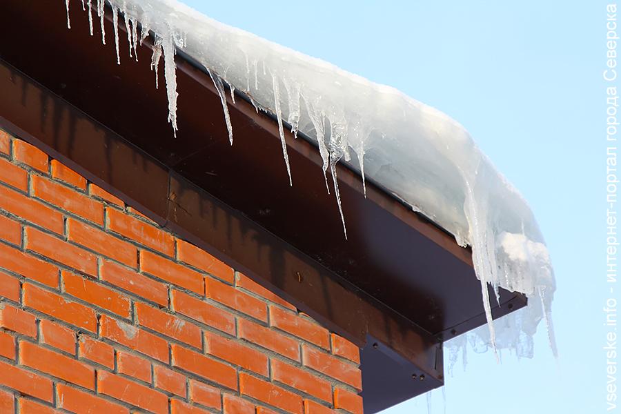 Предпринимателям рекомендуют убирать с крыш снег и наледь