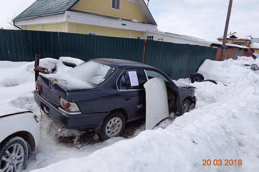 Владельца брошенного автомобиля просят убрать машину