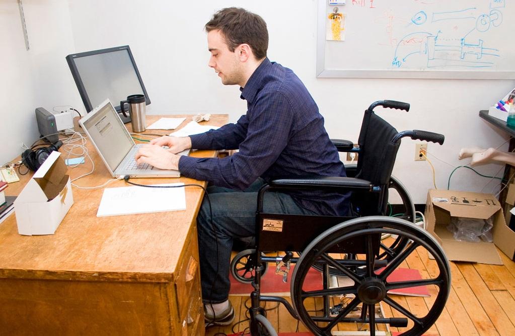 Людям с инвалидностью предложили 70 рабочих мест