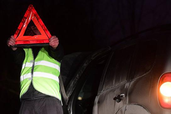 Водителей обязали надевать светоотражающие жилеты при остановке вне населенных пунктов ночью