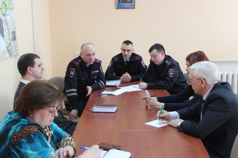 Полицейские встретились с руководителями отрядов «Юный инспектор дорожного движения» и «Юный страж порядка»