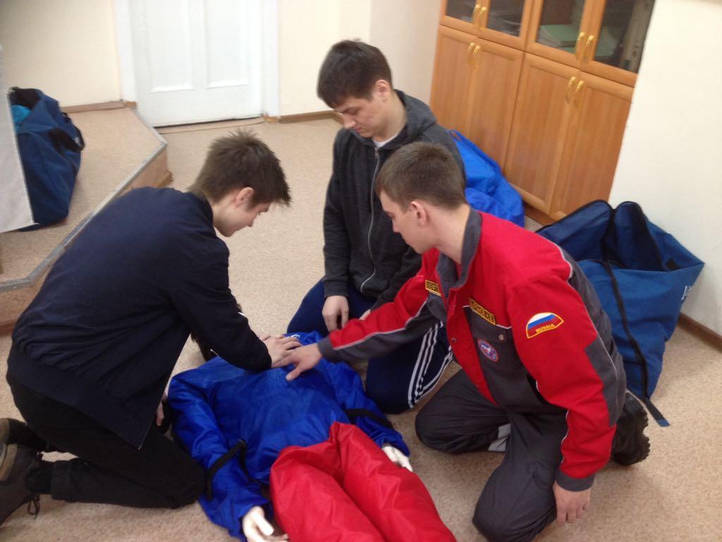 Сотрудники предприятия «Нефтеспас» познакомили студентов с необходимыми навыками оказания первой помощи