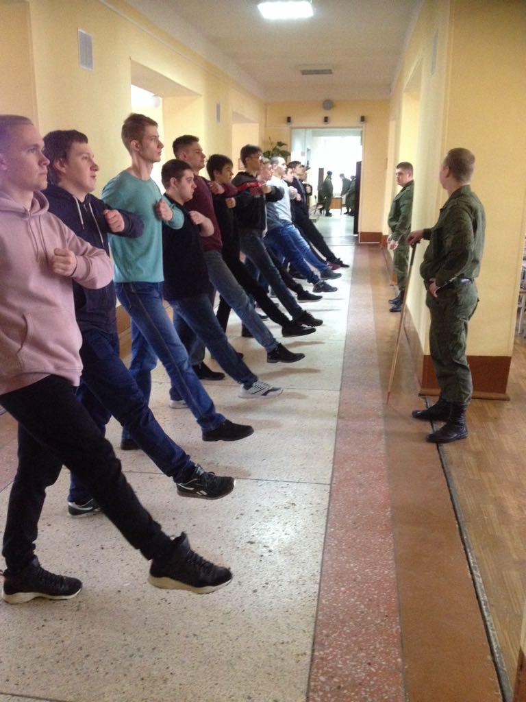 Студенты колледжа погрузились в армейские будни