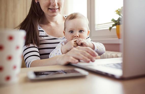 Как молодой маме найти работу?