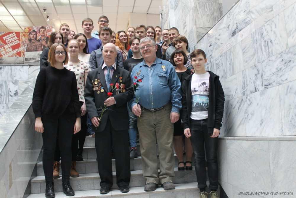 Красные гвоздики и уроки Чернобыля
