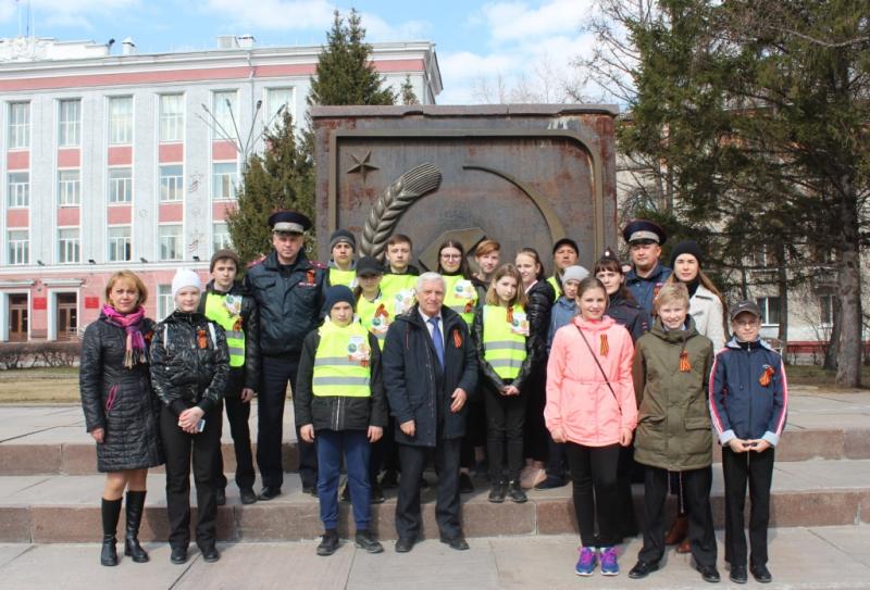 Полицейские и общественники присоединились к акции «Георгиевская ленточка»