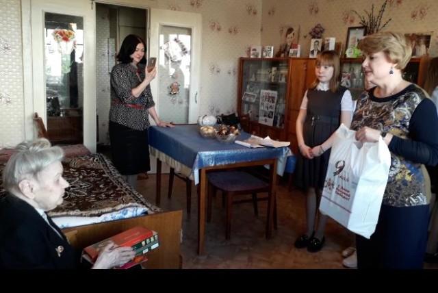 Школьники поздравили ветеранов и участников Великой отечественной войны