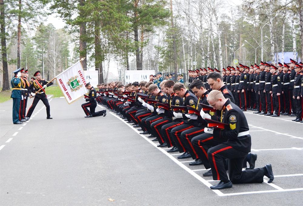 Кадеты двух классов Росгвардии Северского кадетского корпуса простились со знаменем