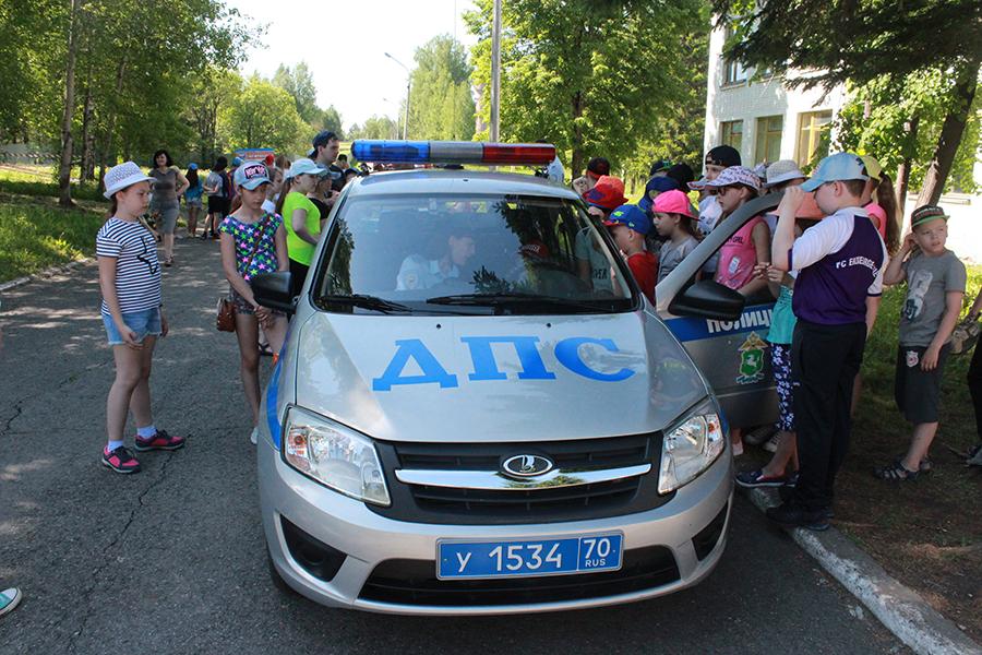 Полицейские провели в лагере «Восход» кругосветку под девизом «Безопасные каникулы»
