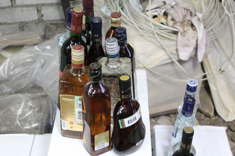 Два томича осуждены за продажу контрафактного алкоголя