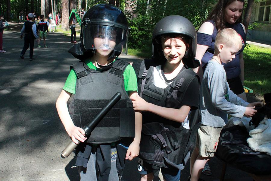 Полицейские провели занятия с детьми, отдыхающими в санатории-профилактории №2