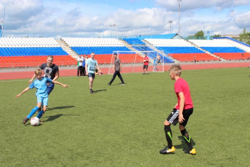Полицейские в рамках всероссийской акции «Наша семья, наш футбол!» провели футбольный матч с детьми