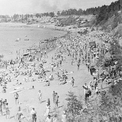 Когда-то на пляже было так