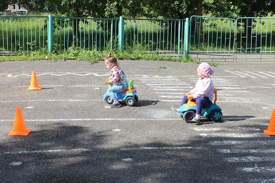 Правила дорожные всем детям знать положено!