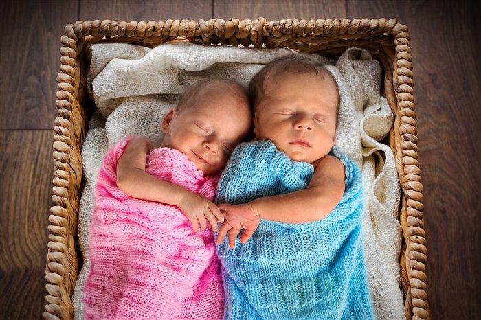Одна тройня и 63 пары двойняшек родились в Томской области с начала года