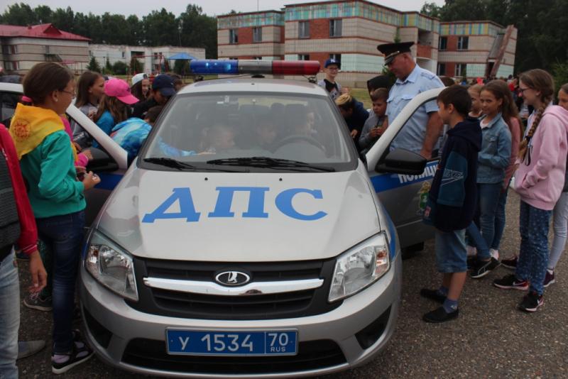 Стражи порядка посетили детский лагерь