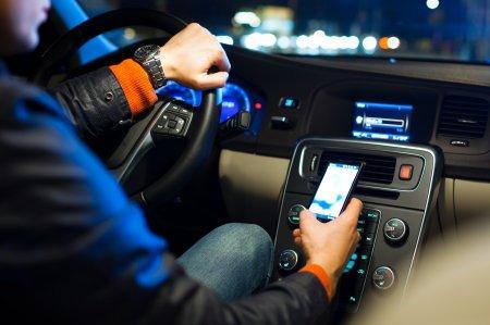 Таксист украл телефон у 16-летней пассажирки