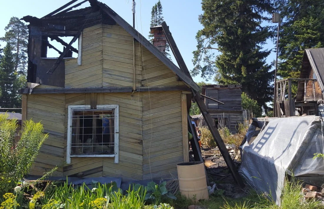 В городе загорелся дачный дом