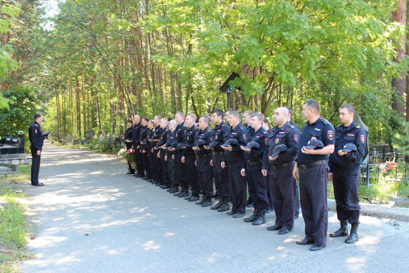 Полицейские и ветераны почтили память товарища, погибшего при исполнении служебных обязанностей