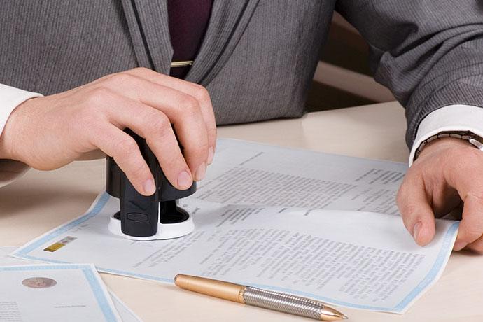 Требуют ли сделки с недвижимостью обязательного удостоверения у нотариуса?