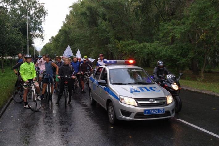 Полицейские приняли участие в проведении велопробега