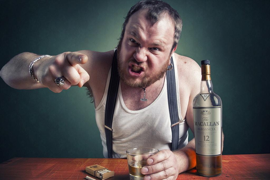 Северчанин избил приятеля из-за отказа покинуть его квартиру после застолья
