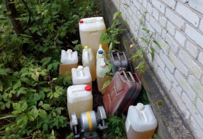 Трое северчан вскрыли гараж и украли канистры с бензином