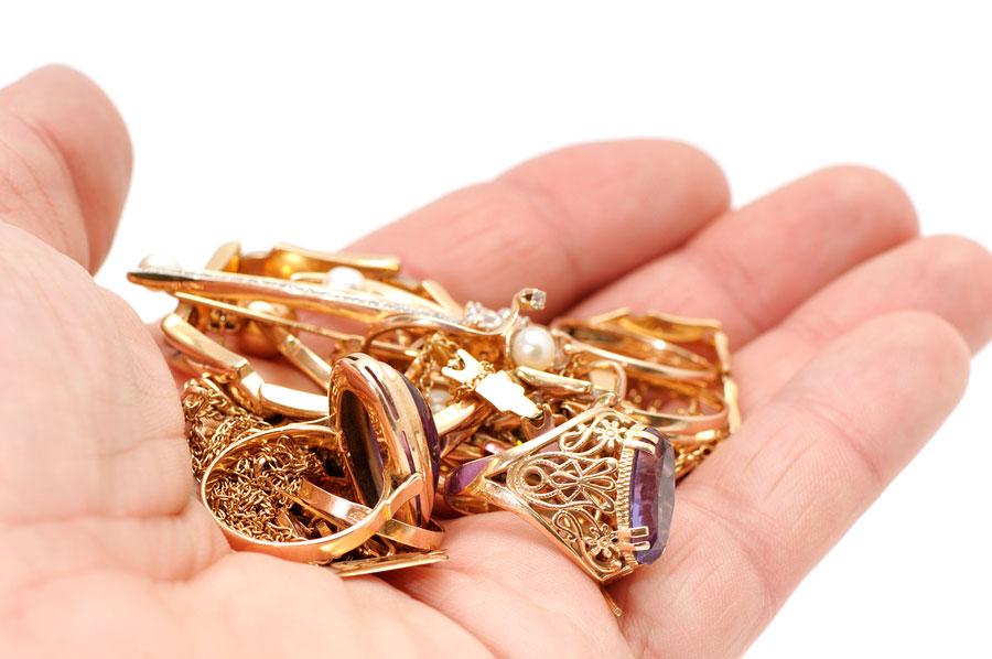 Северчанка украла золотое изделие у матери