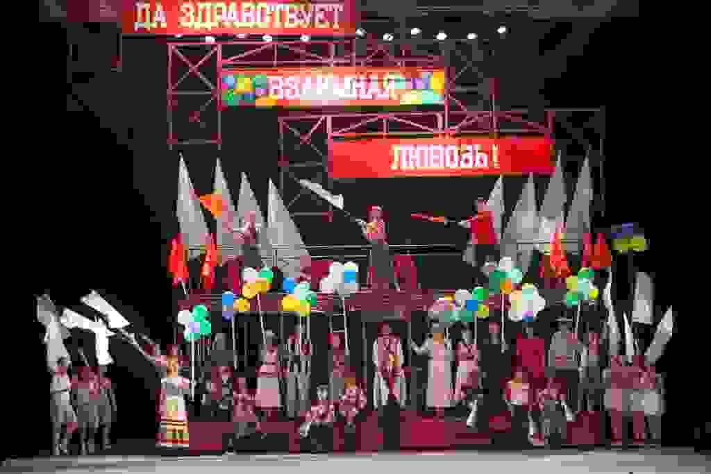 Спектакль и розыгрыш пригласительного на праздничный концерт!