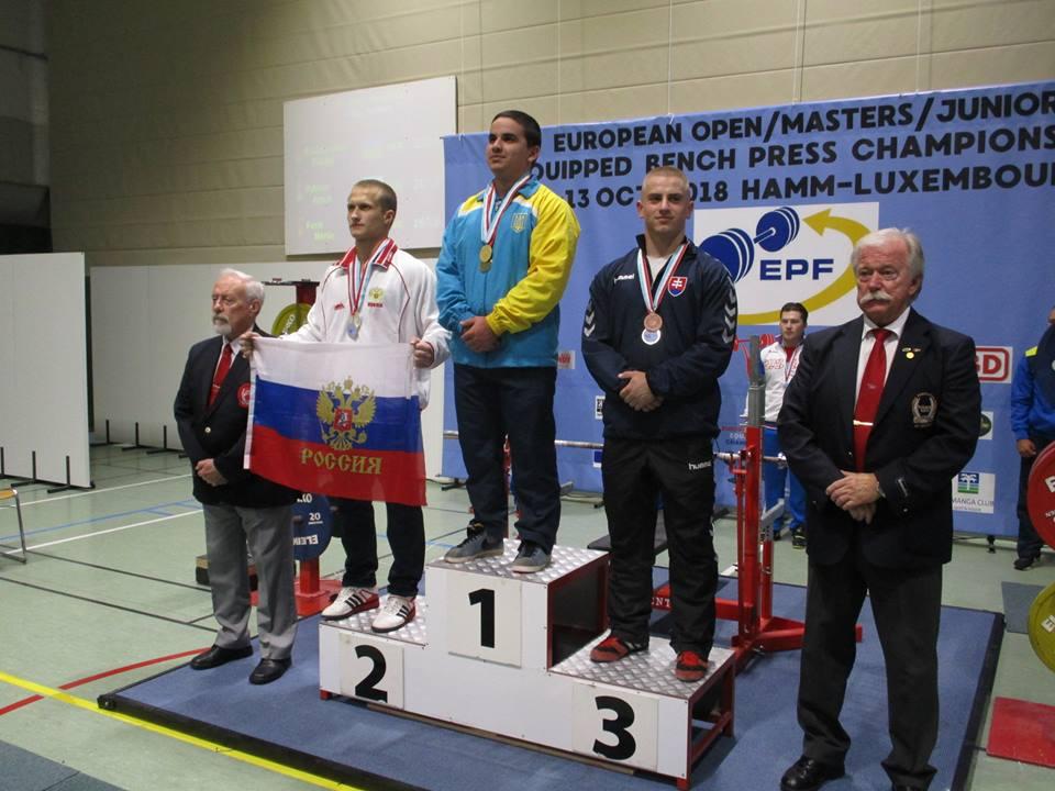 Антон Выхтарь завоевал серебро на Первенстве Европы среди юниоров по жиму лёжа