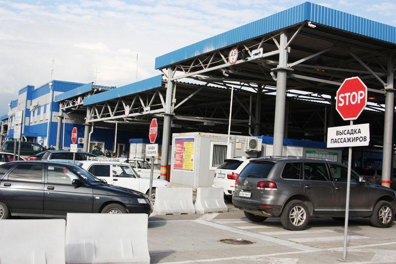 В Адлере на таможенном посту задержали женщину, которая незаконно оформляла пропуска в ЗАТО Северск
