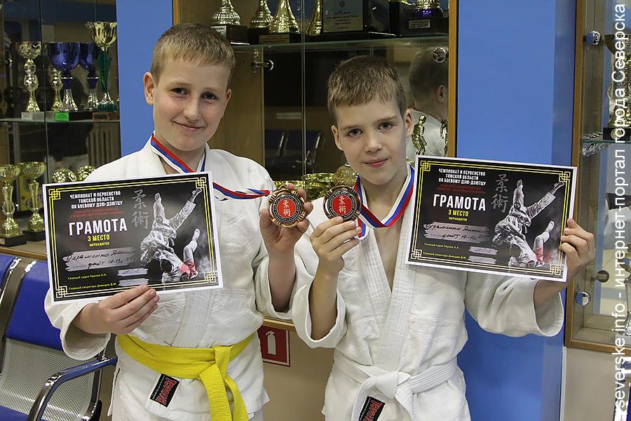 Дионис и Даниил Охраменко стали бронзовыми призерами на первенстве Томской области по джиу-джитсу