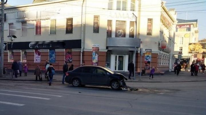 Автобус № 442 столкнулся с автомобилем в центре Томска