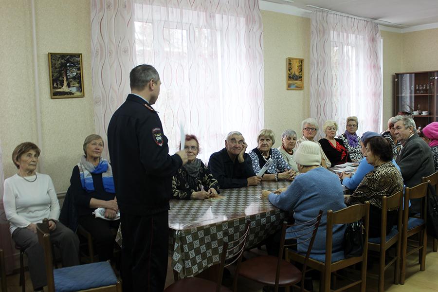 Сотрудники Госавтоинспекции посетили ветеранов СХК